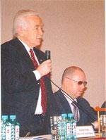 Член-корреспондент РАН Н.А. Махутов и академик РАЕН А.И. Агеев в президиуме форума